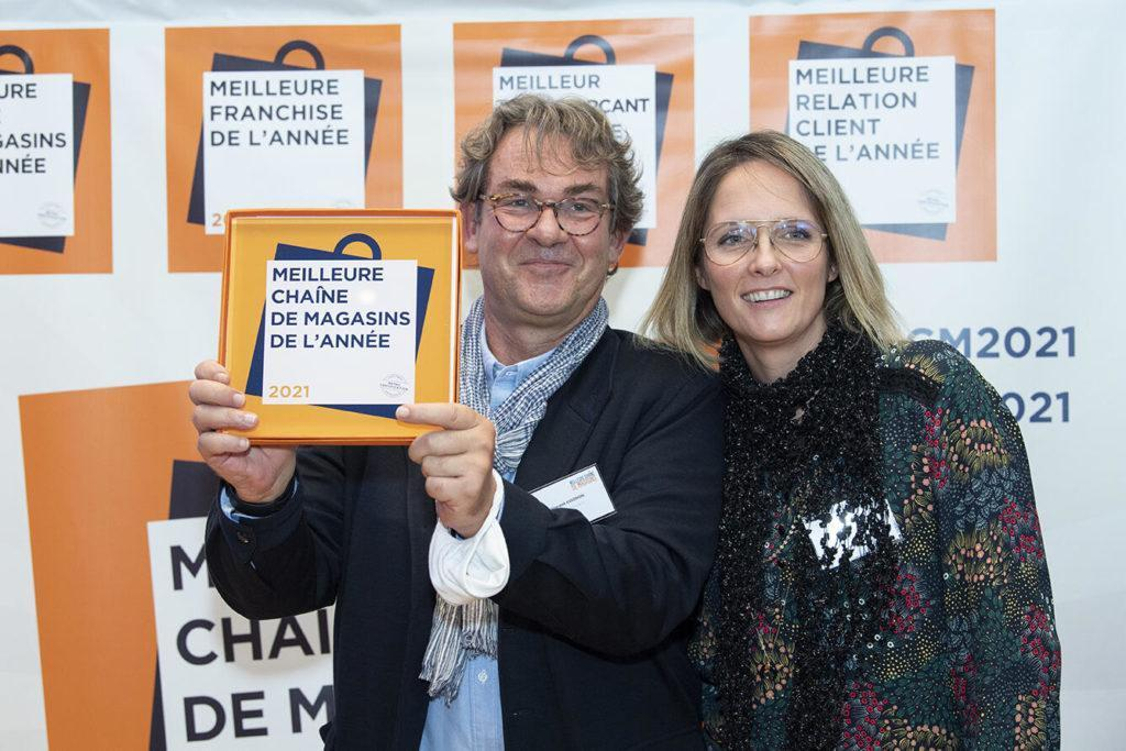 Au Nom De Toute L'équipe, Vincent AVIGNON Et Fanny SIBEUD Ont Reçu Le Trophée Meilleure Chaîne De Magasins, Catégorie Jardinerie & Animalerie