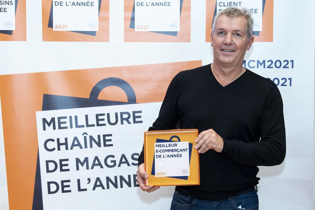 GiFi Remporte Le Trophée Meilleur E Commerçant De L'Année, Catégorie Discount Non Alimentaire ! Joel Ginestet A Reçu Le Prix Au Nom De Toute L'équipe
