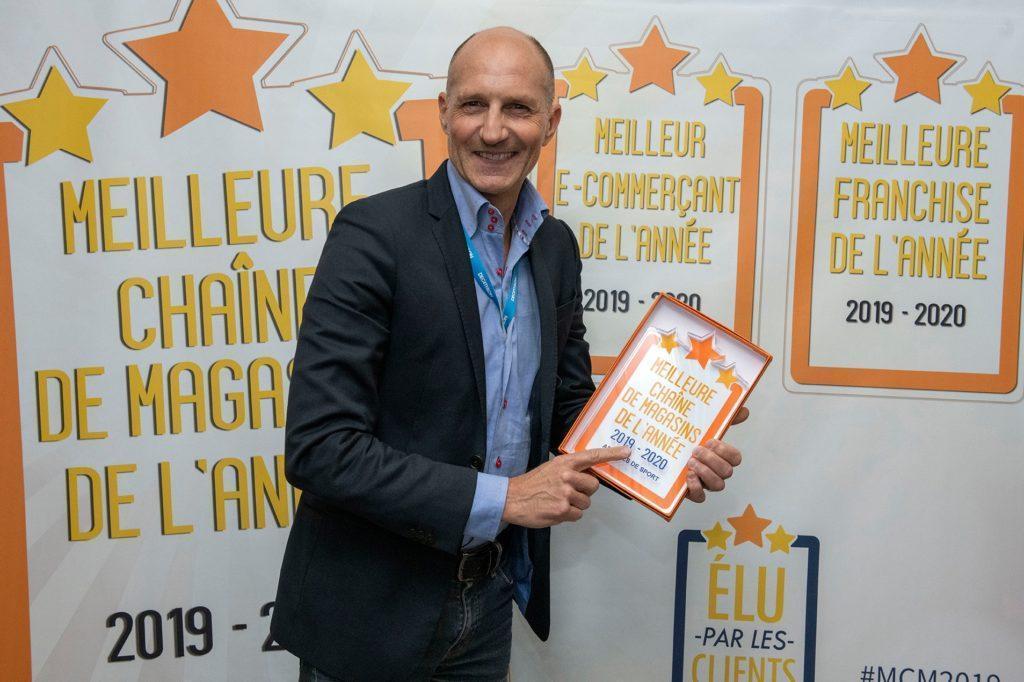 Xavier Rivoire Repart Avec Le Trophée Meilleure Chaîne De Magasins, Catégorie Articles De Sport, Pour L'enseigne Decathlon France